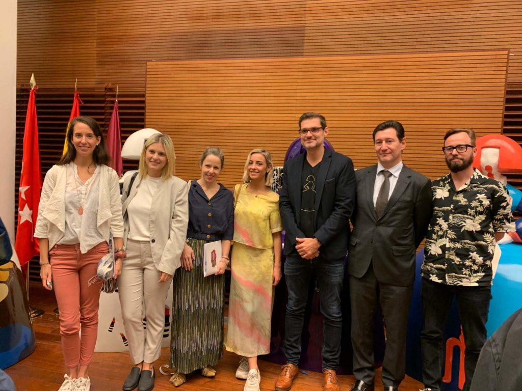 Equipo Liquitex junto a los artistas y Antonio Azzato